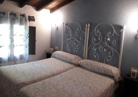 Dormitorio doble con cabeceros lacados en blanco