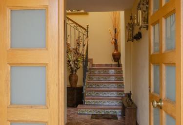 Escaleras de acceso a casa II