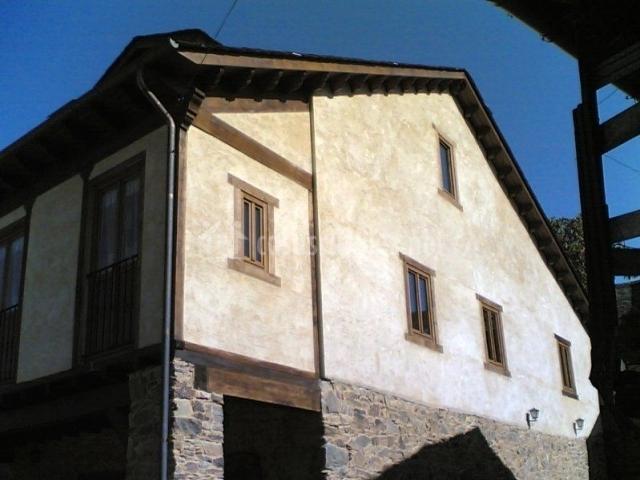 Vista latera de la casa