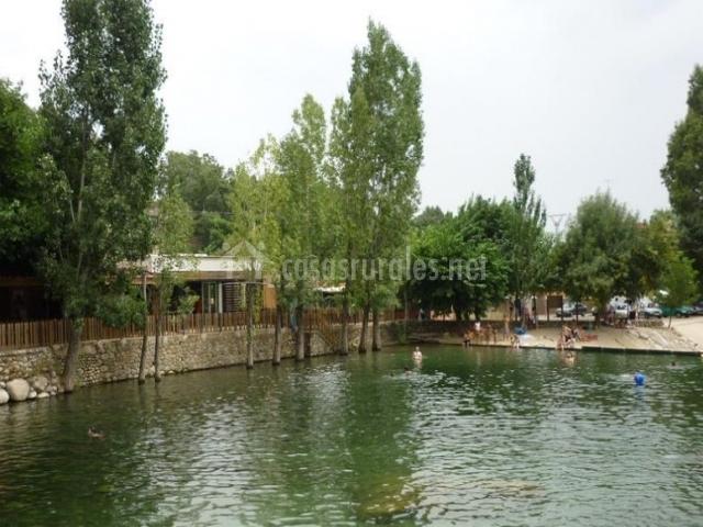 La casa de la raya en candeleda vila for Candeleda piscinas naturales