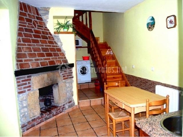 Casa el cuetu i en ortiguero de cabrales asturias for Casa rural con chimenea asturias