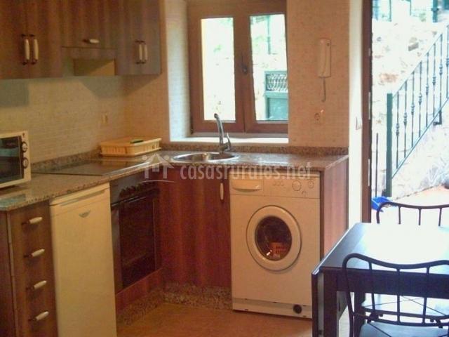 Apartamentos casa clarita en lamu o cudillero asturias for Cocinas con salida al patio