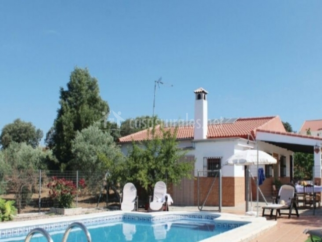 Casa la orqu dea en la puebla de los infantes sevilla - Casas con piscina en sevilla ...
