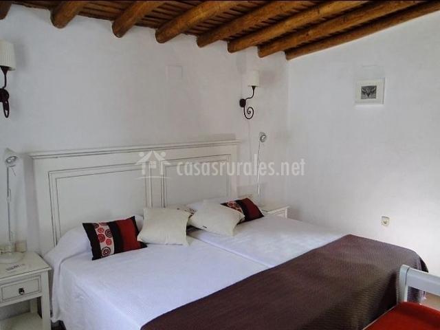 Casas escobar jerez el jardinero en valencia de alcantara - Dormitorios con dos camas ...