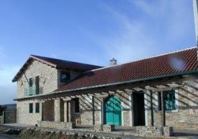 Acceso a la casa con terraza