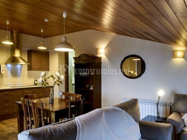 Apartamento roure cal mestre en sant marti de tous for Sala de estar y cocina