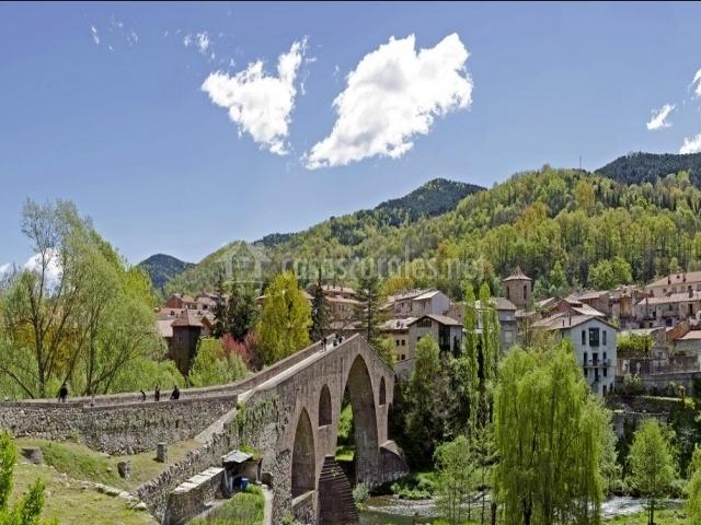 Puente Romano Matrimonio : Can blau rural en sant joan de les abadesses girona