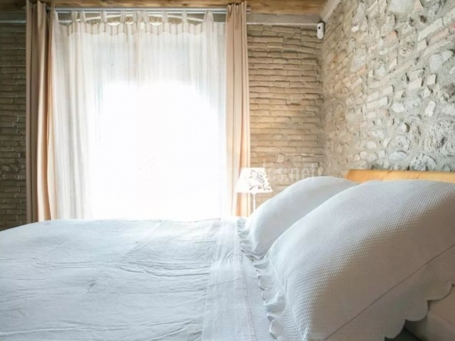 Casa peralada en peralada girona - Colchas dormitorio matrimonio ...