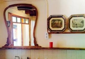 Aseo de la casa con espejo