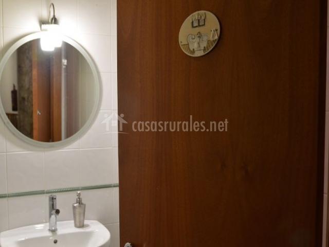 Aseo de la casa con espejo redondo