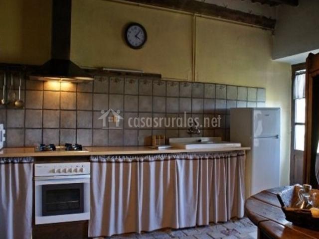 Mas la vall en alpens barcelona for Reloj cocina casa viva