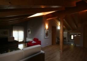 Sala de estar con ventanal
