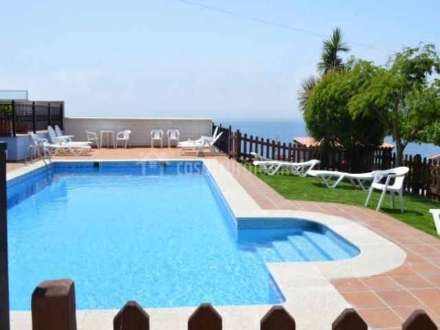 Apartamentos sin s playa peque o en raxo san gregorio - Hamacas de piscina ...