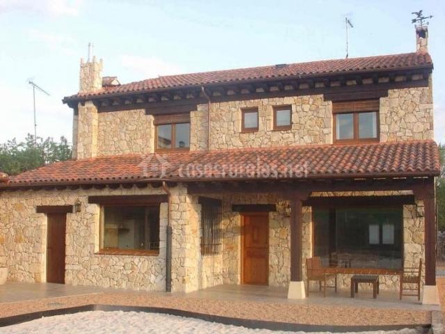Casa rural valledurat n en san miguel de bernuy segovia - Fachadas casas de pueblo ...