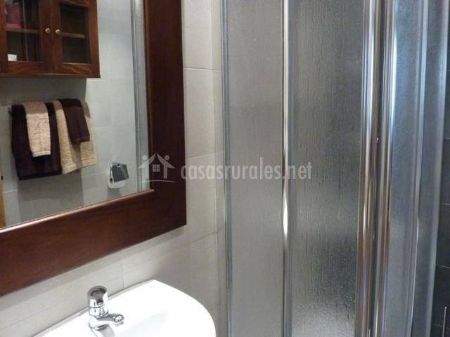 Aseo de la casa con un espejo amplio