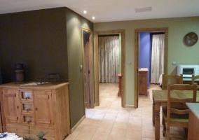 Sala de estar y cocina comunicados