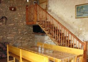 Sala de estar con escaleras