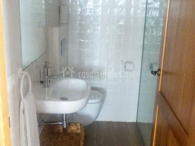 Casa lafuente cuarto del telar en luquiano lava for Cuartos de aseo con ducha