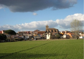 Zona de campos en nuestro pueblo con iglesia de fondo