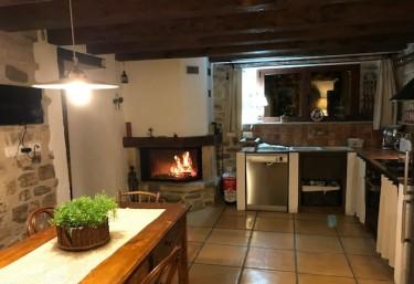 Casas rurales con chimenea en catalu a - Chimeneas santaeulalia ...