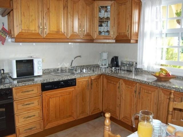 Villa serenidad en arona tenerife for Mesa cocina tenerife
