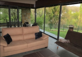 Sala de estar con sillones agradables