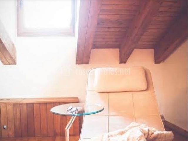 Dormitorio con detalles de descanso
