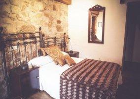 Dormitorio de matrimonio con cabeceros