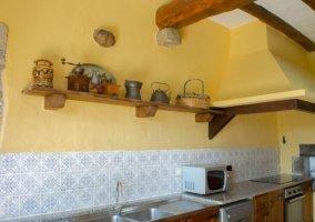 Cocina de la casa con horno y vitro
