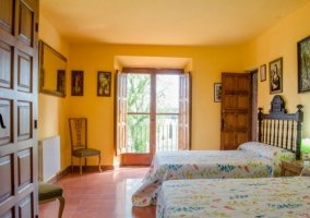 Dormitorio doble con balcones y buenas vistas