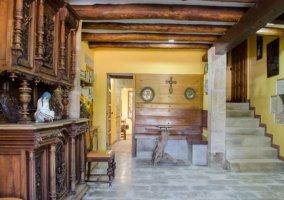 Entrada a la casa con escaleras