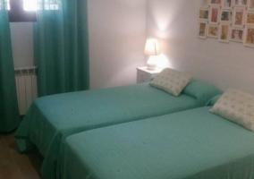 Dormitorio doble con sus camas juntaas