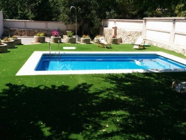 Acceso a la zona de la piscina