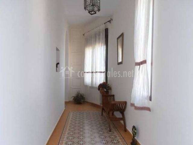 Pasillo de la casa con alfombra
