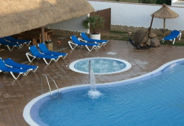 Casas rurales con piscina en barbate for Jacuzzi piscina exterior