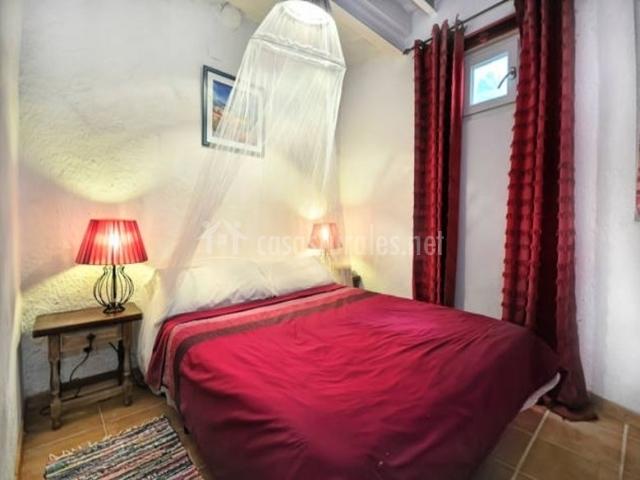 Mas sant nicolau casa bu uel en ordis girona - Colchas dormitorio matrimonio ...
