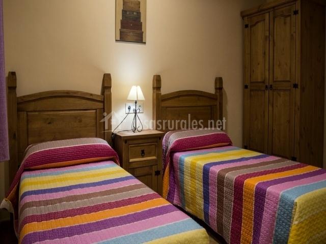 Dormitorio con camas de 90