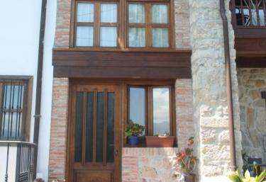 Casa Pura Rivera- María Pura - Niembro, Asturias