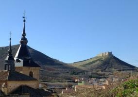 Zona de la iglesia con el castillo