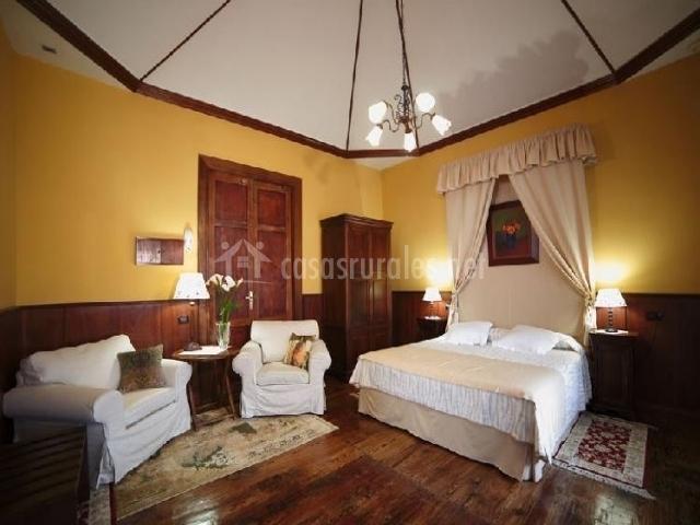 Sillones dormitorio matrimonio decoracin de no comments for Sillones para dormitorios