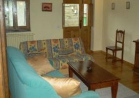 Vista del salón con sofás