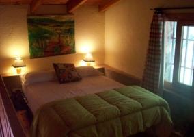Dormitorio doble con detalles en color verde