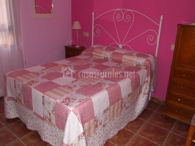Dormitorio de matrimonio en rosa