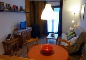 Mesa camilla y sofá-cama