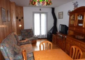 Vista del salón y la cocina
