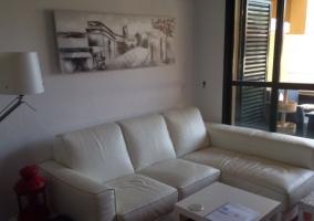 Sala de estar con sillas de metacrilato