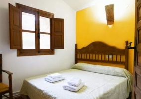 Dormitorio 1 de matrimonio y con toallas