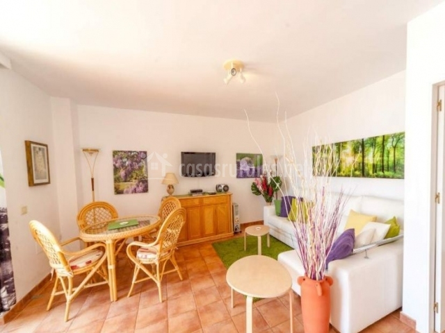 Sala De Estar En Color Verde ~ sala de estar con la mesa de mimbre sala de