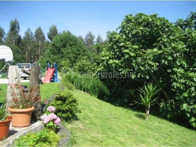 Finca el toral en collera asturias for Casa rural jardin oriental