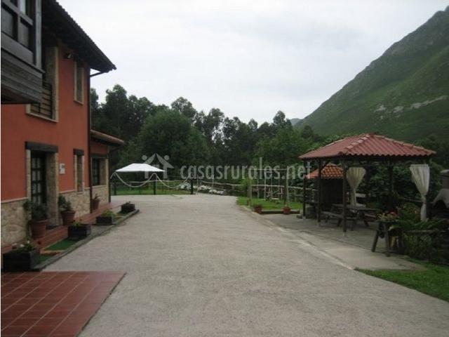 Finca el toral en collera asturias for Casa rural con jardin